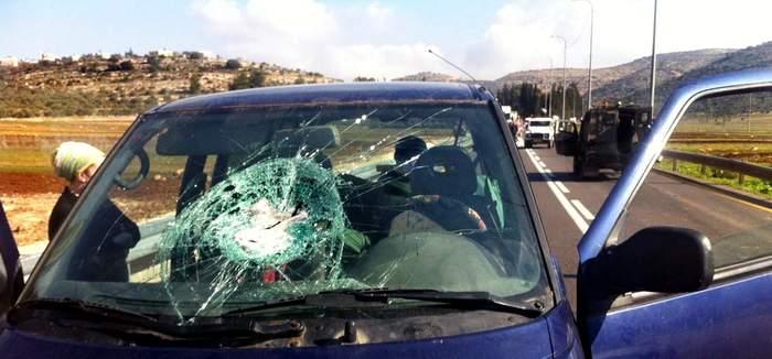Nissanin lasissa pieni kivenhakkauma. Korvaako lasivakuutus uhrikivien reiät?